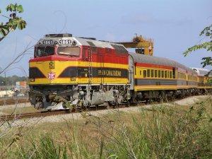 Panama_Canal_Railway_-_Passenger_Train.JPG