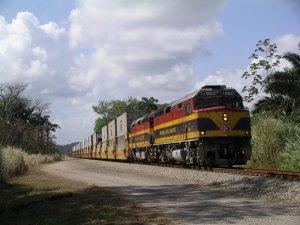 Panama_Canal_Railway_-_Container_Train.JPG